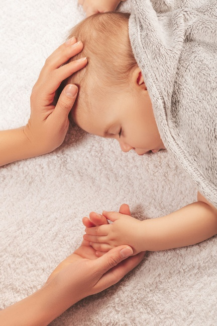 Photo: Hand of sleeping baby in the hand of mother close up on the bed by Marco Verch under Creative Commons 2.0